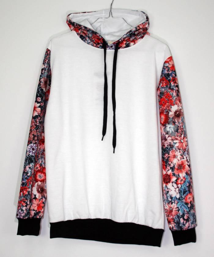 sudadera-blanca-mangas-flores-rojas