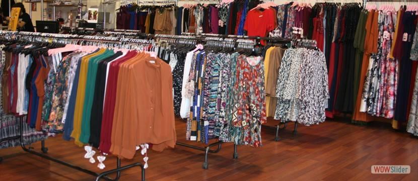 Modas yaiza mujer mayoristas ropa pol gono cobo calleja for Muebles cobo calleja